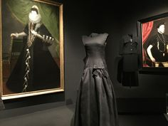 Balenciaga-Thyssen-Las Rozas Village: aprende a combinar ropa Balenciaga, Victorian, Dresses, Fashion, Wardrobe Capsule, Dressmaker, White Colors, Dressing Rooms, Bridal Gowns
