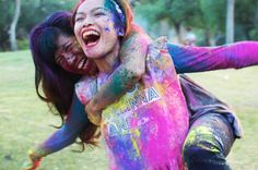 color fight  @Alyssa Gunter- would you be brave enough to photograph my family doing this?  I'm thinking that these need to be my family photos
