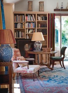 The English Home: Robert Kime, David Bedale, Piers von Westenholz and Christopher Gibbs. by gloriaU English Country Decor, Country Interior, Kitchen Interior, My Living Room, Living Spaces, Wabi Sabi, Shabby, Bookshelf Styling, English House