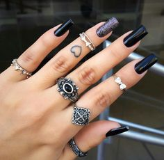 Black Nails are never out of trend Stylish Nails, Trendy Nails, Cute Nails, Perfect Nails, Gorgeous Nails, Acrylic Nails, Gel Nails, Nail Ring, Gel Nail Designs