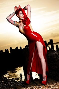 Tattooed women, red dresses, rabbit, tattoo sleeve. Cute pose for photography #poses #portfolioposes #modelposes