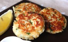Tuna Patties: for gluten free replace the breadcrumbs with ¾ cup instant mashed potatoes Tuna Recipes, Seafood Recipes, Cooking Recipes, Fish Dishes, Seafood Dishes, Main Dishes, Tuna Fish Sandwich, Healthy Snacks, Healthy Recipes