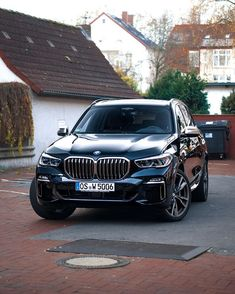 Posing for the picture :p 2019 BMW 😍 Thoughts? Posing f Bmw Suv, Bmw Cars, Luxury Car Brands, Top Luxury Cars, Bmw X5 M Sport, Sport Cars, Audi, Porsche, Luxury Crossovers