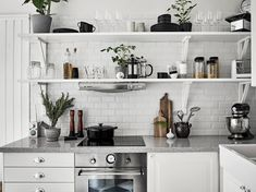 and stylish kitchen designs Home Living, Tiny Living, Kitchen Dinning, Kitchen Decor, Nice Kitchen, Cozinha Shabby Chic, Mexican Style Kitchens, Scandinavian Kitchen, Scandinavian Interiors