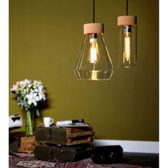 Met verlichting creëer je sfeer. Deze stijlvolle lamp van het toonaangevende merk EGLO is niet alleen mooi om te zien, maar geeft ook een bijzonder fraai licht. De lamp is gemaakt van metaal met een chrome afwerking. De kap is gemaakt van kurk gecombineerd met helder glas. Mason Jar Lamp, Table Lamp, Ceiling Lights, Lighting, Utrecht, Inspiration, Home Decor, Decoration, Biblical Inspiration