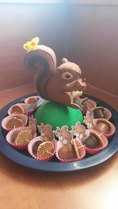 squirel treat of eekhoorn traktatie Birthday Candy, Birthday Treats, Party Treats, Party Snacks, School Treats, Food Humor, Cooking With Kids, Childrens Party, Cute Food