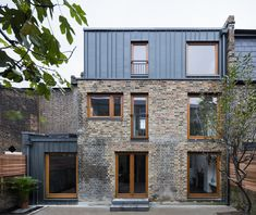 Elfort Road House, a Victorian terraced house in Islington, London. Project comprises of a side and roof extension, as well as extensive internal refurbishment. Roof Design, Exterior Design, House Design, Terraced House, Brick Architecture, Architecture Details, Mansard Roof, Roof Extension, House Siding