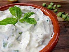 Serveer ook iets gezonds op je volgende feest! Zoals rauwkost met gezonde dipsaus. In deze blog vind je 5 heerlijke recepten voor gezonde dipsaus!
