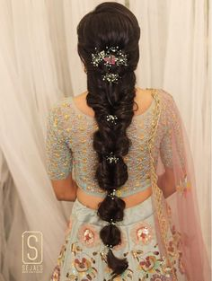 Latest wedding Hairstyle inspirations for your special day! Get ready to choose your wedding hairstyle from this pool of latest bridal hairstyles that are all set to make you the trendiest bride of this wedding season. Bridal Hairstyle Indian Wedding, Bridal Hair Buns, Bridal Hairdo, Braided Hairstyles For Wedding, Wedding Updo, Braided Updo, Indian Hairstyles For Saree, Saree Hairstyles, Bride Hairstyles