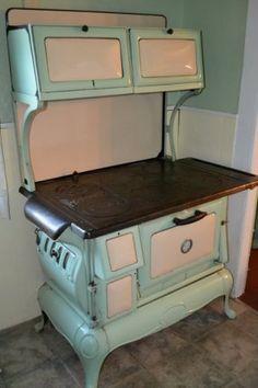 37 Best Ideas For Vintage Kitchen Stove Art Deco Antique Kitchen Stoves, Antique Wood Stove, How To Antique Wood, Rustic Kitchen, Vintage Kitchen, Kitchen Decor, 1920s Kitchen, Kitchen Ideas, Wood Stove Cooking