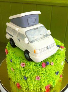 Pastel con furgoneta modelada en fondant