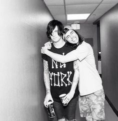 """i love how Vic is like """"I love my bff!"""" and Kellin is just like """"Vic what are you doing?"""""""