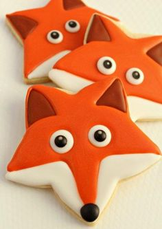 Fox Face Cookies - Just use a star shaped cookie cutter. They look like Nikko cookies! Star Cookies, Fox Cookies, Iced Cookies, Cute Cookies, Royal Icing Cookies, Cupcake Cookies, Kawaii Cookies, Gruffalo Party, Cookies Decorados