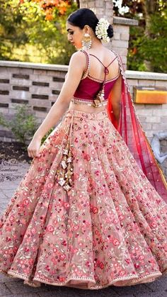 Indian girl with a glamour dress - Designer Dresses Couture Indian Bridal Outfits, Indian Bridal Wear, Indian Designer Outfits, Designer Dresses, Designer Bridal Lehenga, Bridal Lehenga Choli, Ghagra Choli, Lehenga Choli Designs, Lengha Design