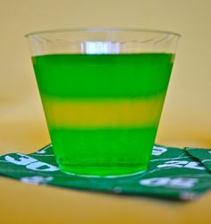 GREEN BAY PACKERS JELLO SHOTS ~ I don't have a dog in this race, but these would still be fun for a Super Bowl party.