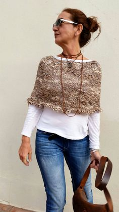 Knit capelet women poncho brown knit wrap casual chic style hand made cape hand knit capelet spring knitwear Poncho Pullover, Wool Poncho, Alpaca Poncho, Wool Cape, Knitted Capelet, Knit Cowl, Creation Couture, Knit Wrap, Casual Chic Style