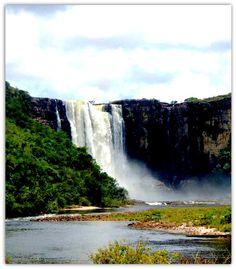 Salto Aponwao, Ubicado a 210 kilometros. de Santa Elena de Uairén vía Kavanayén. Venezuela