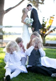 Cute wedding pose to do with the kids