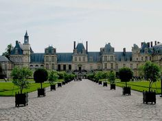 Fontainebleau Chateau - another day trip I'd love to take. Chantilly is an option as well. If only I had months to spend!