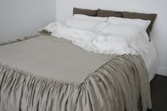Linen coverlet and gathered ruffled linen bedspread with a long dust ruffle. Custom size drop. Washed and softened. This listing includes 1 coverlet / bedspread with a long dust ruffles! Coverlet / bedspread with a long dust ruffles on 3 sides. You can choose the right dust ruffle lenght