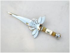 10 Absolutely Insane Art Knives Designed by Paul Ehlers Pretty Knives, Cool Knives, Swords And Daggers, Knives And Swords, Knife Aesthetic, Armas Ninja, Ninja Weapons, Throwing Knives, Knife Art