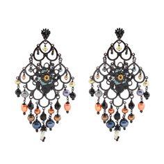 BOUCLES D'OREILLES REINE petit modèle - Boucles d'oreilles en métal noir formant un chandelier. Composées d'une fleur centrale et de multiples pampilles. Chic et légère à porter, elle illuminera vos fêtes.  Prix : 163 €