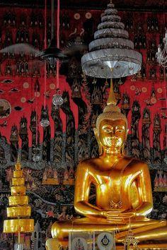 Buddha in bangkok temple by Aylin Kinacioglu on 500px