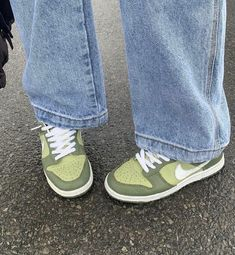 Dr Shoes, Swag Shoes, Hype Shoes, Me Too Shoes, Shoes Sneakers, Green Shoes, Sneakers Fashion, Fashion Outfits, Aesthetic Shoes