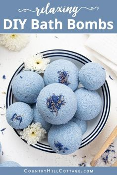 See how to make relaxing bath bombs with Epsom salt! The fizzy relaxation Epsom salt bath bomb recipe is made with natural ingredients and essential oils. Fizzy Bath Bombs, Bath Bombs Scents, Homemade Bath Bombs Lush, Diy Bath Bombs Easy, Making Bath Bombs, Best Bath Bombs, Bath Fizzies, Bath Salts, Essential Oil Bath Bombs