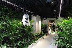 superfuture :: supernews :: hong kong: off-white store Interior Design Plants, Interior Garden, Shop Interior Design, Off White Store, Hong Kong, Store Window Displays, Retail Displays, Eco Store, Retail Store Design