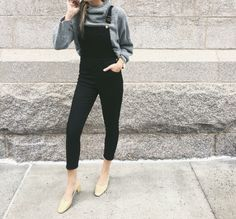Overalls + turtleneck = outfit perfection