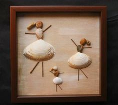 Sea shells,pebbles and dry wood.Burlap canvas in the white shadow box in.Box can hang or sit. Seashell Art, Seashell Crafts, Beach Crafts, Diy Home Crafts, Crafts With Seashells, Sea Glass Crafts, Sea Glass Art, Stained Glass, Stone Crafts