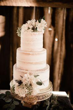 DIY flowered wedding cake Wedding Cake Centerpieces, Diy Wedding Cake, Black Wedding Cakes, Wedding Cakes With Flowers, Beautiful Wedding Cakes, Wedding Cake Designs, All You Need Is, Individual Cakes, Fresh Flower Cake