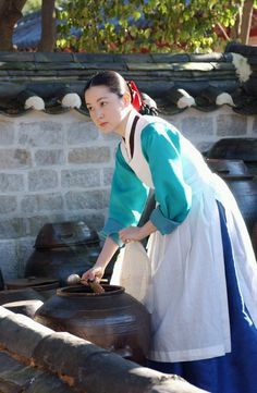 Jewel in the Palace is a Korean drama I started watching back in 2005 when I was pregnant with my son. Korean Traditional, Traditional Outfits, Dae Jang Geum, Korean Dress, Korean Hanbok, Singer Fashion, Lee Young, Drama Fever, Korean Wave