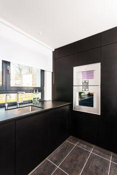 sideboard aus stahl abdeckung aus beton mit. Black Bedroom Furniture Sets. Home Design Ideas
