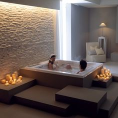 Mytherme System: A mineral spa in your very own home. The essential idea is to recreate in a home bathtub, as closely as possible, the physical features and contents of spa waters and their benefits. Indoor Jacuzzi, Jacuzzi Bathtub, Whirlpool Bathtub, Bathtubs, Big Bathtub, Bathtub Lighting, Casa Park, Hot Tub Room, Gym Room