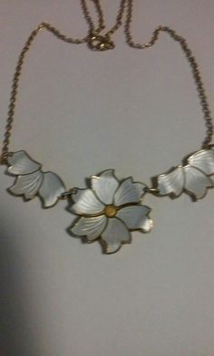 Sølv og emalje smykke