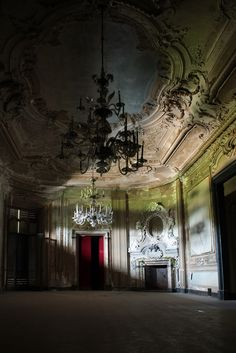 Abandoned Villa in Italy (by Davide Baldo Photographer)