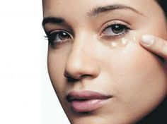 Notre peau marque des traces de fatigue. Nos tristes mines affichent une figure pâle, un teint fatigué, des cernes débordants et quelques