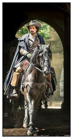 The Musketeers - Aramis, promo still BBCA (full)