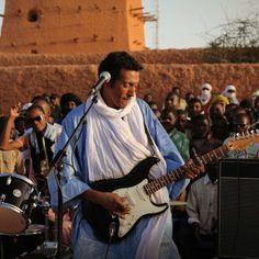 """Cultura especial dedicado ao guitarrista tuareg Omara """"Bombino"""" Moctar"""