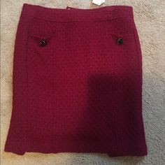 Skirt Burgundy pencil skirt with pockets. Never worn and still has tags. Great thick winter skirt! Made out of a sweater material. Hits right above knee. Banana Republic Skirts Pencil