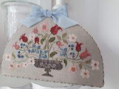 Cross Stitch Flowers, Cross Stitch Patterns, Stitch Delight, Cross Stitch Cushion, Needlework, Elsa, Canvas, Pretty, Florals