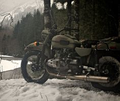 Ural Motorcycles is steeped in Russian history, war history, but today Ural is actually based in the Pacific Northwest far from the frontlines of any European battlegrounds, but manufacturing continues to happen on the other side of the world in Siberia — territory inhabited by folks that know a thing or two about wretched weather.