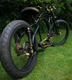""""""" mybeachcruiser: """" What a beauty :) Steampunk meets Chopper Bycicle. Find more Chopper and Cruiser Bicycles here """" I've wanted to do a plunger rear end on a bicycle for some time now. Velo Beach Cruiser, Cruiser Bicycle, Motorized Bicycle, Velo Design, Bicycle Design, Cool Bicycles, Cool Bikes, Vw Beach, Velo Vintage"""