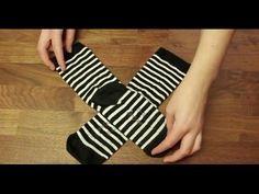Um Socken sinnvoll zu verstauen, gibt es eigentlich nur zwei Möglichkeiten. Die eine ist, die Socken zusammenzurollen und den Bund der einen um die andere zu...