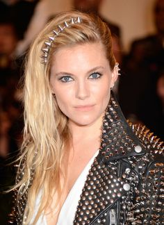 To the Left: 25 Sideswept Styles to Try This Season: Even ladies with short hair can pull off the faux undercut look, just let Julianne Hough be your guide.  : Sienna Miller pulled her tousled hair over to the right and secured the back with a few pins at the nape for the Met Gala. The headband was a nice touch that complemented her earrings.