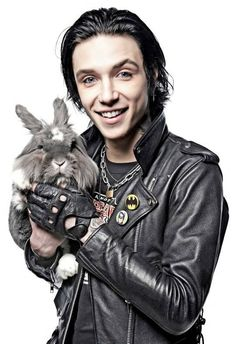 How is he the lead singer of bvb he is legit cuter than the bunny