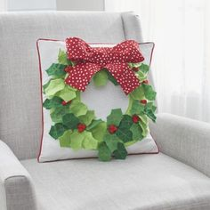 Home - Make it Coats Holly Wreath on a Pillow #christmas #holly #holidaydecor