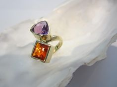 "Lea Tudosze Edelsteine.Schmuck  Ring ""Heat and coolness"", one-of-a-kind and handmade in 14 karat Gold with a fire opal carrée and an amethyst triangel, both facetted"